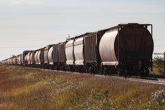 A parte traseira de um trem de mercadorias no nascer do sol Imagens de Stock Royalty Free