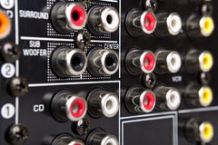 Parte traseira do receptor preto com conectores imagens de stock