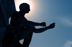 A parte traseira iluminou-se da estátua de Apollo do deus em Pompeii Foto de Stock