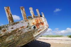 Parte traseira oxidada na praia Fotografia de Stock
