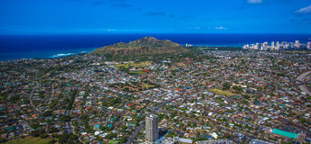 Parte trasera de Diamond Head Crater y de la playa de Waikiki Fotografía de archivo