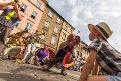 Partecipanti annualmente (9-12 luglio) al ventottesimo festival internazionale dei teatri della via Fotografia Stock