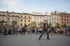 Partecipanti annualmente (9-12 luglio) al ventottesimo festival internazionale dei teatri della via Fotografia Stock Libera da Diritti