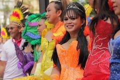 Partecipanti Colourful di gay e della lesbica Pride Parade Immagine Stock