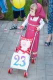 Partecipanti del concorso dei passeggiatori bambineschi Fotografia Stock
