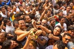 Partecipanti di cerimonia matrice di giorno a Khong capace Khuen durante il rituale di Wai Kroo al monastero di Pra di colpo Fotografia Stock