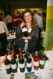 Partecipanti e visitatori a di affari dei produttori e dei fornitori dei vini e dell'alimento italiani vinitaly Fotografia Stock