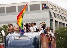 Partecipanti non identificati del gruppo durante la parata di gay pride Fotografia Stock Libera da Diritti