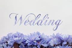 Partecipazione di nozze con progettazione dei fiori illustrazione di stock
