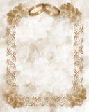 Partecipazione di nozze degli anelli e dei fiori di oro Fotografia Stock