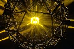 Partei beleuchtet schönen Hintergrund des Discoballs stockbilder