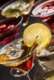 Partei Cocktails und longdrinks für Sommer lizenzfreies stockbild