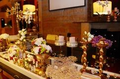 Partei-Dekoration, Liebe, heiratende romantische Tabelle Stockfotografie