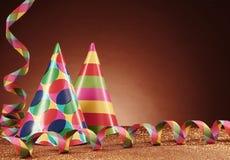 Partei-Hüte mit verschiedenen Designen und Ausläufern Lizenzfreies Stockfoto