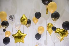 Partei steigt goldene Beschaffenheit des Feierhintergrundes im Ballon auf Stockfotografie