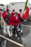 Parteigänger mit der italienischen Markierungsfahne Lizenzfreie Stockbilder