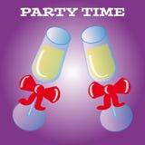 Parteiglas auf purpurrotem Hintergrund Lizenzfreie Stockbilder