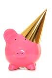 Parteihut des Sparschweins tragender Gold Lizenzfreie Stockbilder