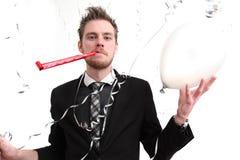 Parteikerl, der einen Ballon anhält Lizenzfreie Stockbilder