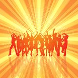 Parteimenge auf Retro- starburst Hintergrund Stockbild