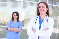 Partenariat d'équipe médicale de femmes Photographie stock libre de droits
