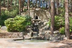 PARTENIT, RUSLAND - JUNI 07, 2015: Het Park van de cascadekreek Stock Afbeeldingen