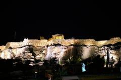 Partenone alla notte veduta da Monastiraki immagini stock libere da diritti