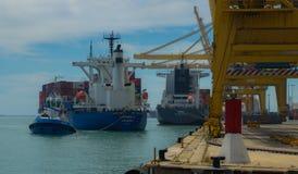 Partenza della nave portacontainer Fotografia Stock Libera da Diritti
