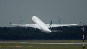 Partenza di Airbus A350 stock footage