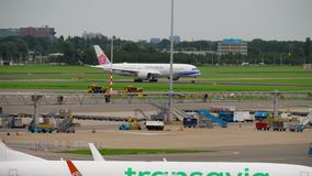 Partenza di China Airlines Airbus A350 video d archivio