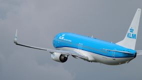Partenza di KLM Boeing 737 stock footage