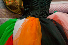 Partes coloridas de tela do tule fotografia de stock