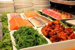 Partes de canto de peixes dos salmões e de atum Foto de Stock