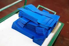 Partes de cuero azules selladas en la industria de cuero usada para hacer los bolsos/los zapatos fotos de archivo libres de regalías