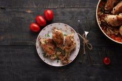 Partes de frango frito em uma placa imagem de stock royalty free