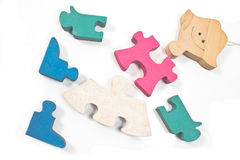 Partes de madeira coloridas do enigma da menina Foto de Stock