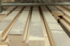 Partes de madeira na tabela foto de stock