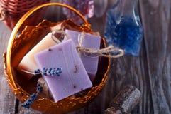 Partes de sabão em uma bacia Imagens de Stock Royalty Free