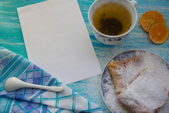 Partes de torta de maçã polvilhadas com o açúcar pulverizado Vista superior Alimento Sobremesa Fotografia de Stock