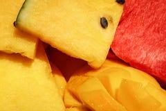 Partes de uma melancia colorida suculenta Foto de Stock