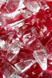 Partes de vidro quebradas sobre o sangue falsificado vermelho Fotografia de Stock Royalty Free