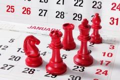 Partes de xadrez no calendário Fotografia de Stock Royalty Free