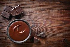 Partes do creme do chocolate e do chocolate imagens de stock