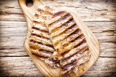 Partes grelhadas das costeletas de carne de porco Especiarias e alecrins Fotografia de Stock Royalty Free