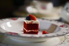 Partes pequenas de bolo da baga Fotos de Stock