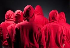 Partes posteriores de la gente en ropa roja Fotografía de archivo libre de regalías