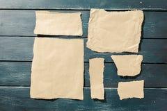 Partes rasgadas de papel velho fotografia de stock royalty free