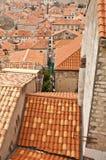 Partes superiores alaranjadas do telhado de Dubrovnik Imagens de Stock
