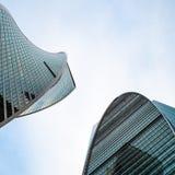Partes superiores da evolução e das torres do império na cidade de Moscou imagem de stock royalty free