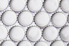 Partes superiores da garrafa de cerveja do metal no fundo branco Imagem de Stock Royalty Free